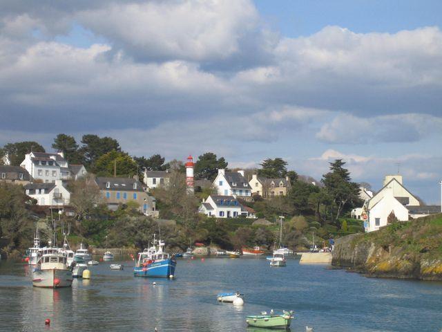 Doelan    arrière port  (peche et plaisance)  Clohars carnoet  Finistère  Bretagne sud
