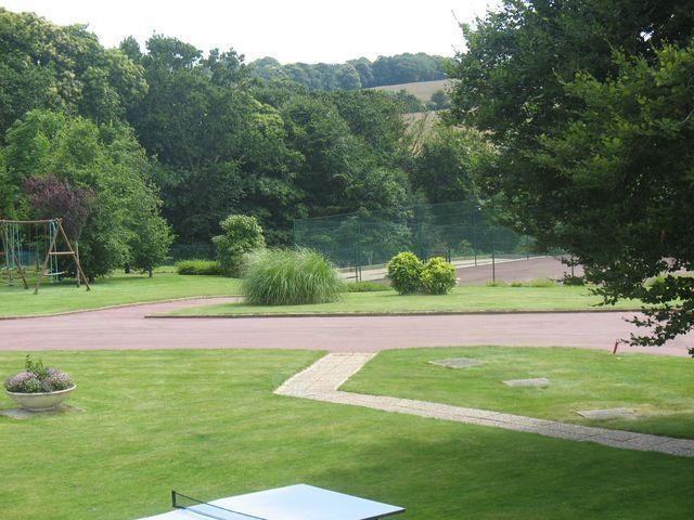 Vue du parc depuis l'étage d'un gite des logis de Penlan en Clohars carnoet finistere proche de Lorient  Bretagne sud